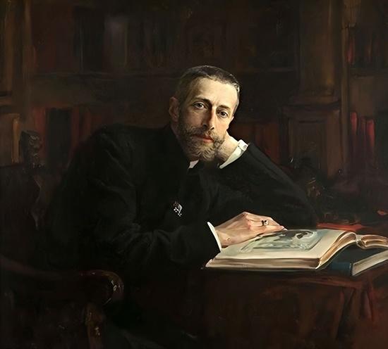 Константин Константинович Романов с книгой
