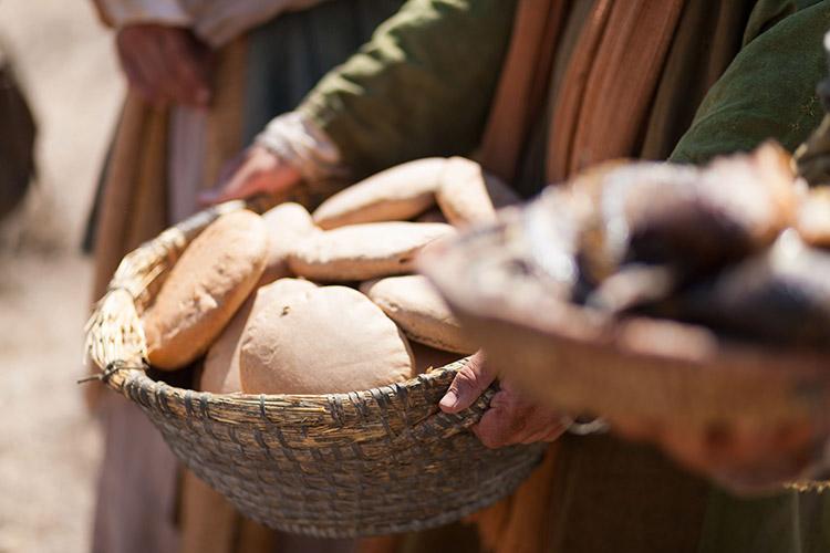 Корзины с хлебами