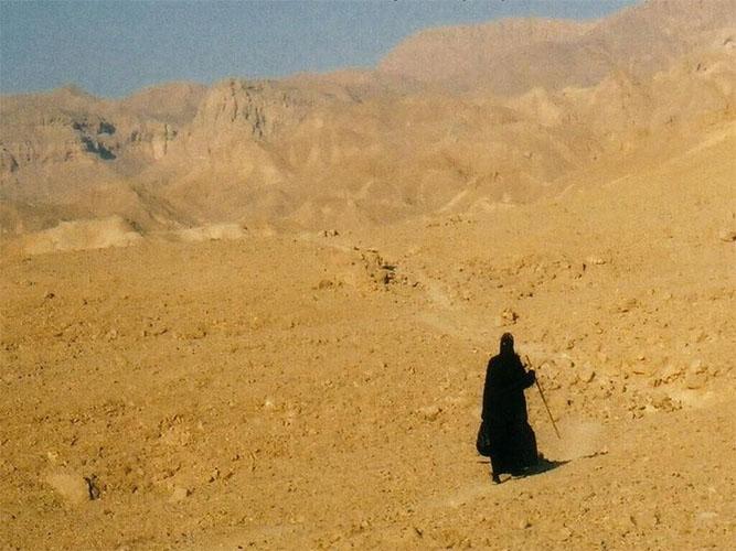 Монахиня в пустыне