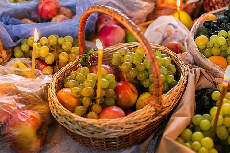 Освящение плодов в храме