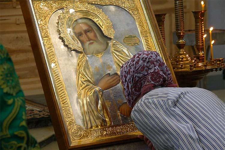 Перед иконой преподобного Серафима Саровского