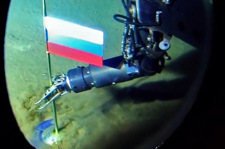 Установка флага на дне Северного Ледовитого океана