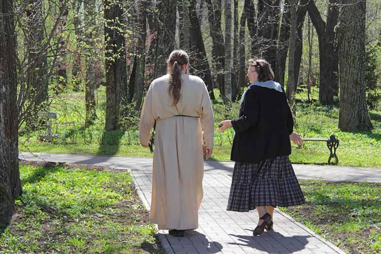 Женщина с духовником