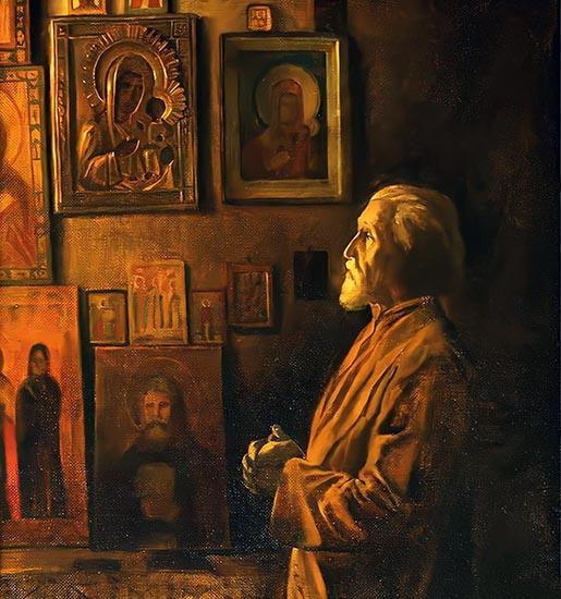 Молится перед иконами