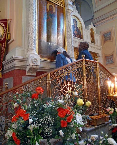 Перед образом Иоанна Предтечи в храме