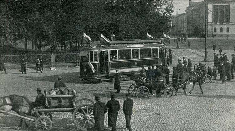 Первый трамвайный рейс в Санкт-Петербурге