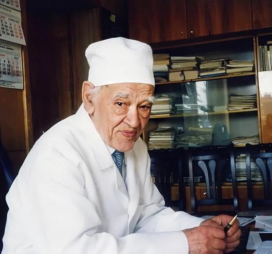 Фёдор Углов в кабинете