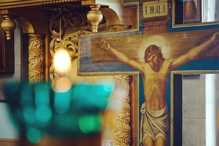 Распятие в храме